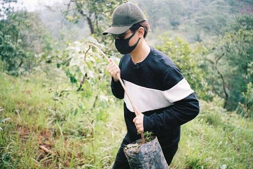 Hà Anh Tuấn phủ xanh đồi trọc với gần 2.000 cây rừng để hỗ trợ chống lũ - Ảnh 3