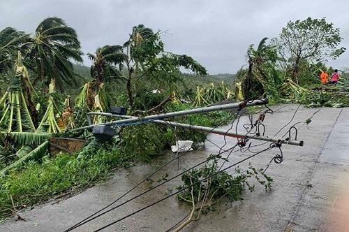 Philippines tan hoang, ngập lụt nặng sau khi siêu bão Molave càn quét - Ảnh 2