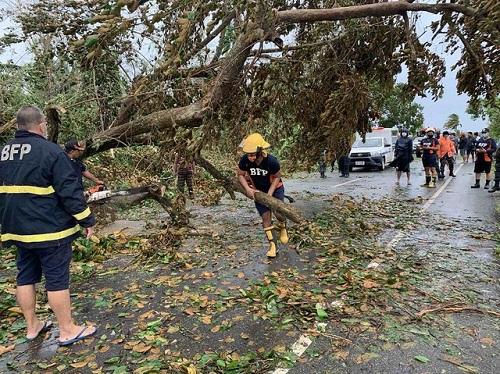 Philippines tan hoang, ngập lụt nặng sau khi siêu bão Molave càn quét - Ảnh 4
