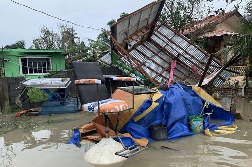 Philippines tan hoang, ngập lụt nặng sau khi siêu bão Molave càn quét - Ảnh 3