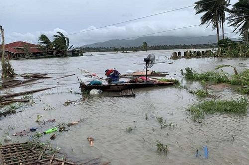 Philippines tan hoang, ngập lụt nặng sau khi siêu bão Molave càn quét - Ảnh 5