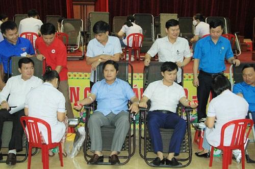 Sôi nổi ngày hội hiến máu nhân đạo ở Hà Tĩnh và Thanh Hóa - Ảnh 1