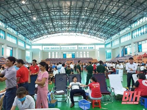 Sôi nổi ngày hội hiến máu nhân đạo ở Hà Tĩnh và Thanh Hóa - Ảnh 2