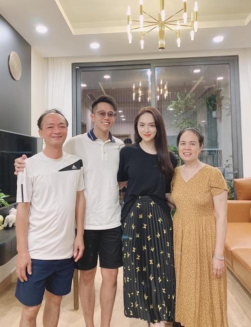 Tin tức giải trí mới nhất ngày 3/10/2020: Hương Giang chính thức dẫn bạn trai về ra mắt gia đình - Ảnh 1