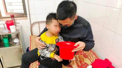 Hà Tĩnh: 9 học sinh mầm non nhập viện nghi bị do ngộ độc sau bữa phụ ở trường - Ảnh 1