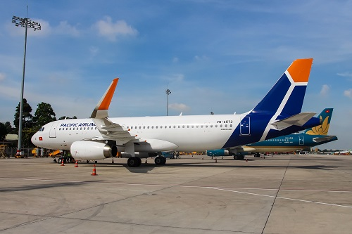 Tạm giữ hành khách la hét có bom trên máy bay tại sân bay Nội Bài - Ảnh 1