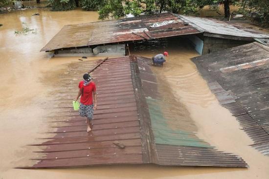 Đổ bộ vào Phillippines, bão Vamco trở thành cơn bão tang tóc nhất năm 2020 - Ảnh 2