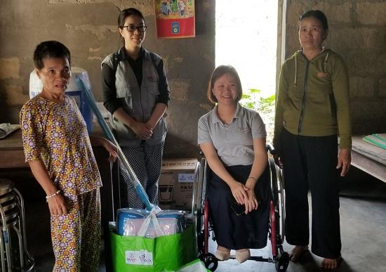 Huế: Tặng quà hỗ trợ cho những hộ gia đình người khuyết tật chịu ảnh hưởng mưa lũ - Ảnh 1
