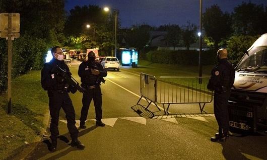 Pháp bắt giữ thêm 4 học sinh liên quan đến vụ sát hại dã man thầy giáo dạy Sử - Ảnh 1