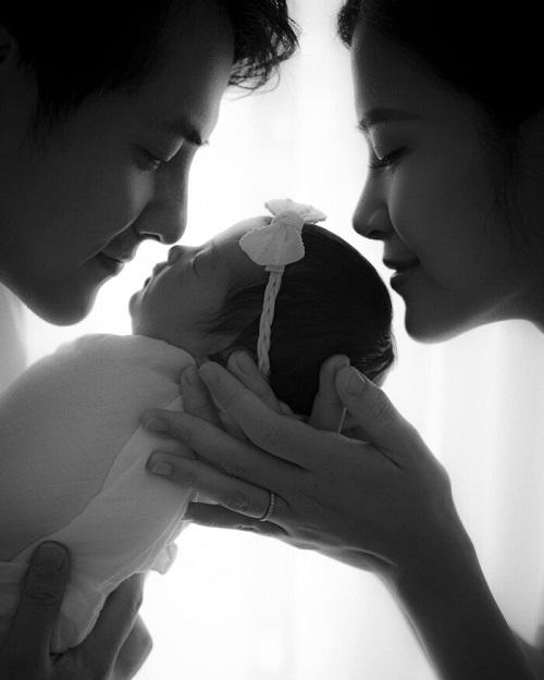 Đông Nhi tiết lộ tên và hình ảnh đáng yêu của con gái - Ảnh 1
