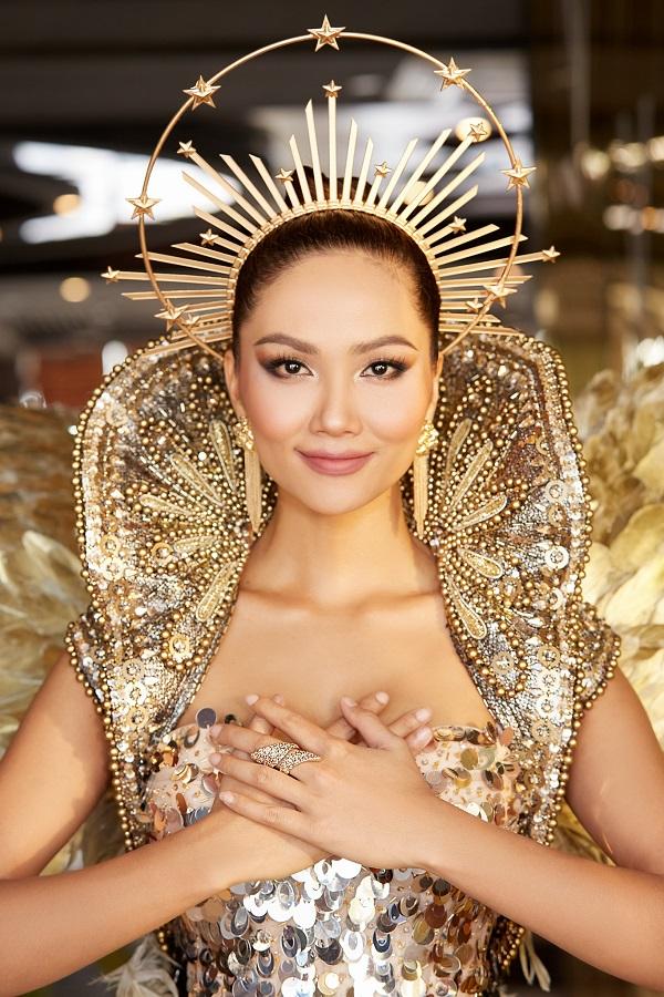 """""""Wonder Woman"""" H'Hen Niê tiếp tục gây ấn tượng khi trở thành """"Nữ thần Mặt trời"""" - Ảnh 1"""