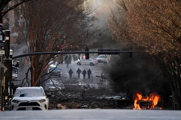 Hiện trường vụ nổ xe rung chuyển thành phố Mỹ ngay sáng Giáng sinh - Ảnh 1