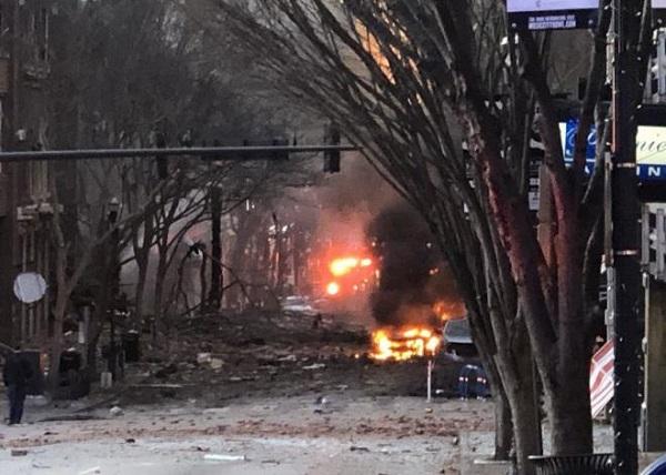 Hiện trường vụ nổ xe rung chuyển thành phố Mỹ ngay sáng Giáng sinh - Ảnh 2
