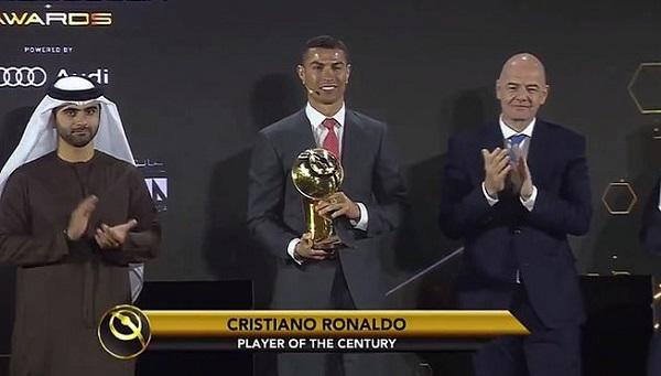 """Georgina nóng bỏng sánh bước cùng Ronaldo trong ngày nhận giải """"Cầu thủ xuất sắc nhất thế kỷ"""" - Ảnh 1"""