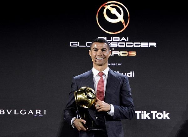 """Georgina nóng bỏng sánh bước cùng Ronaldo trong ngày nhận giải """"Cầu thủ xuất sắc nhất thế kỷ"""" - Ảnh 2"""