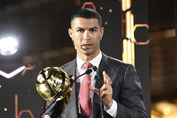 """Georgina nóng bỏng sánh bước cùng Ronaldo trong ngày nhận giải """"Cầu thủ xuất sắc nhất thế kỷ"""" - Ảnh 3"""