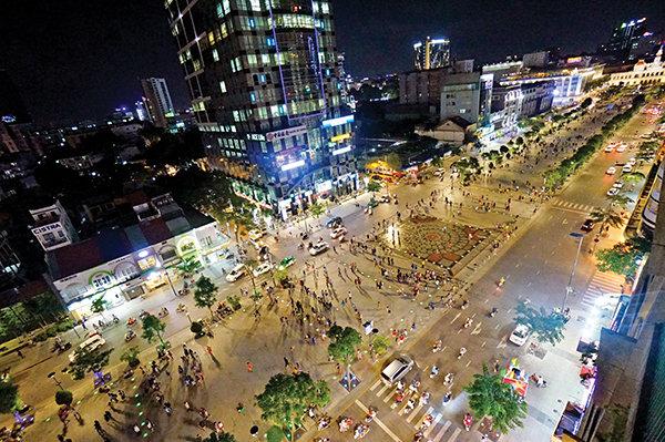 TP.HCM cấm xe lưu thông đường Nguyễn Huệ để tổ chức lễ hội đón năm mới 2021 - Ảnh 1