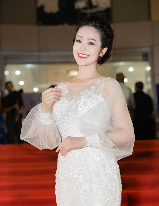 Quá khứ cơ cực đằng sau sự thành công của nữ MC có nụ cười đẹp nhất VTV - Ảnh 2