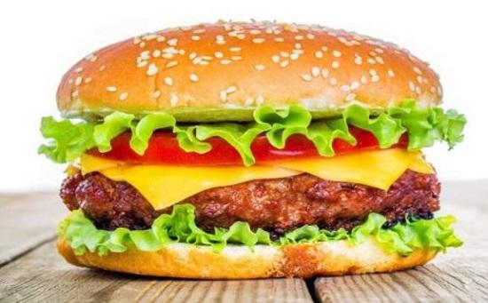 Hà Nội: Bé trai sốc phản vệ nguy kịch sau khi ăn bánh hamburger - Ảnh 1