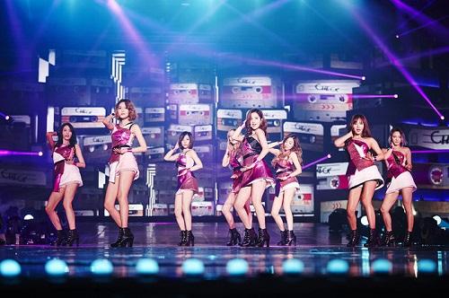 """Tin tức giải trí mới nhất ngày 13/2: Thu Minh đồng hành cùng """"hội FA"""" trong single mới Love You In Silence - Ảnh 2"""