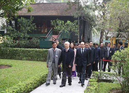 Tổng Bí thư, Chủ tịch nước Nguyễn Phú Trọng dâng hương tưởng niệm Chủ tịch Hồ Chí Minh tại Nhà 67 - Ảnh 3