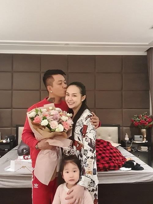 Tin tức giải trí mới nhất ngày 24/2: Bạn gái Đặng Văn Lâm khoe ngoại hình thay đổi sau 9 năm - Ảnh 3