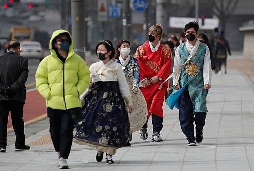 Tình hình dịch Covid-19 tại Hàn Quốc: Thêm 334 ca nhiễm mới, 12 trường hợp tử vong - Ảnh 1