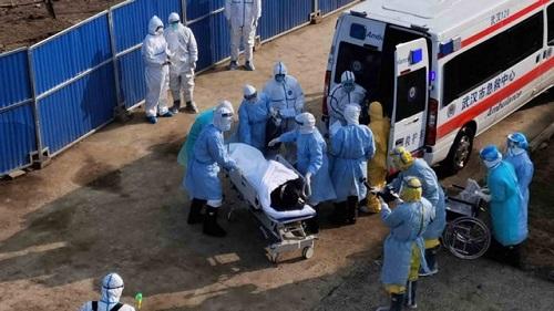 Bệnh viện dã chiến ở Vũ Hán tiếp nhận những bệnh nhân đầu tiên  - Ảnh 4