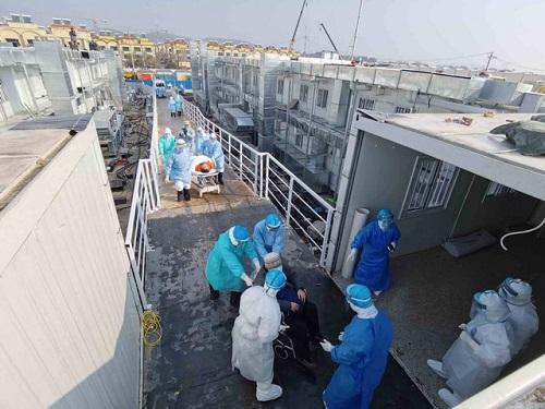 Bệnh viện dã chiến ở Vũ Hán tiếp nhận những bệnh nhân đầu tiên  - Ảnh 5