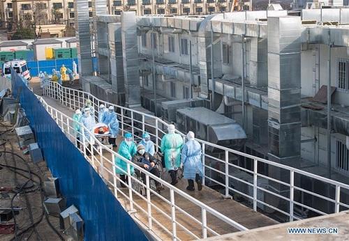 Bệnh viện dã chiến ở Vũ Hán tiếp nhận những bệnh nhân đầu tiên  - Ảnh 6