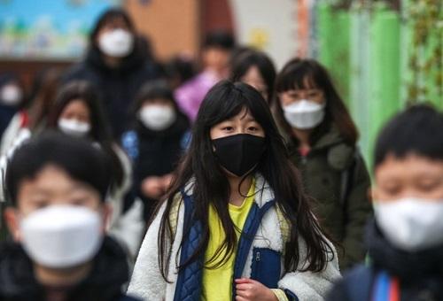 Hơn 500 ca nhiễm Covid-19 ở độ tuổi vị thành niên, Hàn Quốc tiếp tục kéo dài thời gian nghỉ học - Ảnh 1