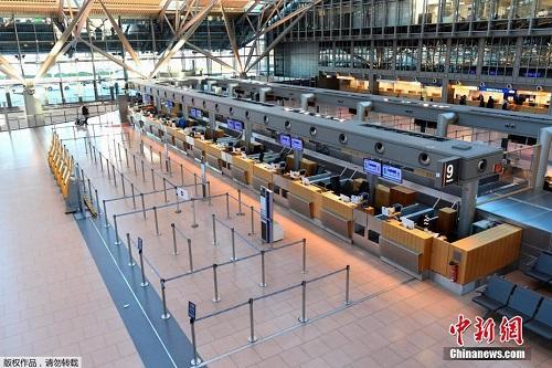 Nhiều sân bay trên khắp thế giới lún sâu trong cảnh tiêu điều vì đại dịch Covid-19 - Ảnh 2