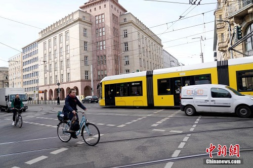 Bên trong thành phố Berlin ngày đầu tiên thực hiện lệnh phong tỏa vì Covid-19 - Ảnh 9