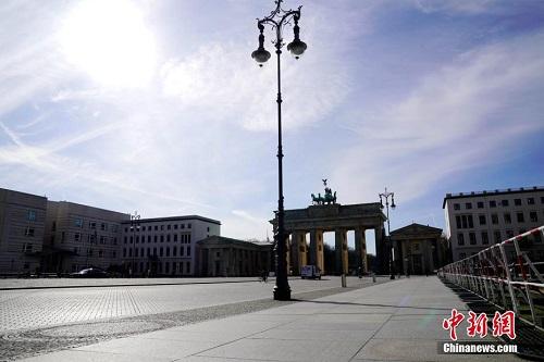 Bên trong thành phố Berlin ngày đầu tiên thực hiện lệnh phong tỏa vì Covid-19 - Ảnh 3