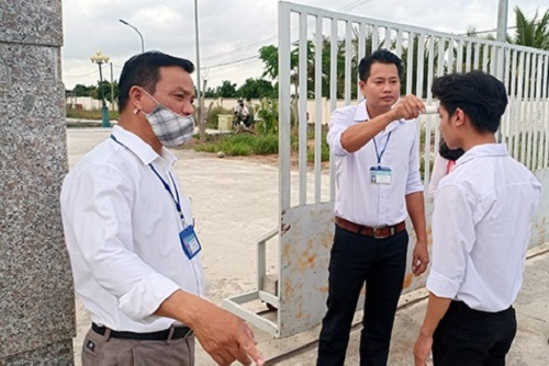 Một học sinh bị sốt ngay trong ngày đầu tiên đi học trở lại - Ảnh 1