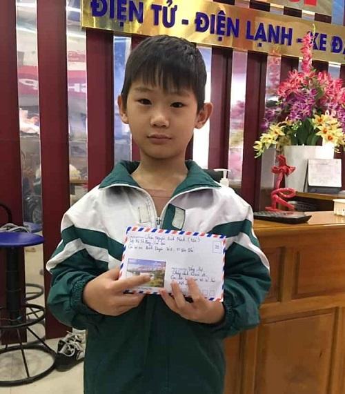 Yên Bái: Bé 8 tuổi đập lợn tiết kiệm để ủng hộ công tác phòng chống dịch Covid-19 - Ảnh 1