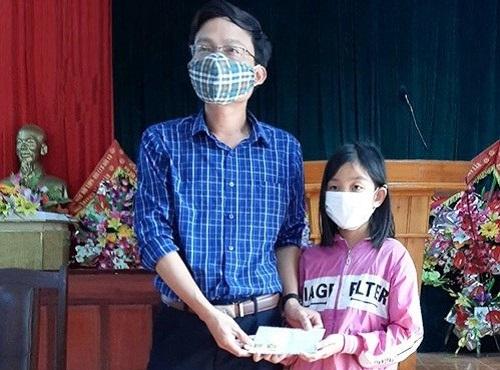 Hà Tĩnh: Cô bé lớp 6 viết thư tay, ủng hộ 1 triệu đồng chống dịch Covid-19 - Ảnh 1