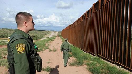 Mỹ gửi hơn 500 binh sĩ đến hỗ trợ biên giới ngăn chặn nguồn lây nhiễm từ bên ngoài vào - Ảnh 1