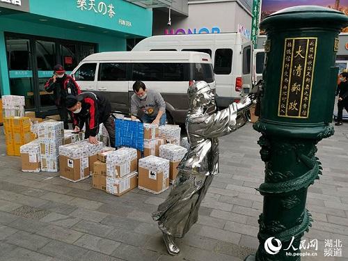 Ngày cuối tuần đầu tiên ở Vũ Hán sau khi dỡ bỏ phong tỏa: Giữ an toàn đã trở thành thói quen - Ảnh 8
