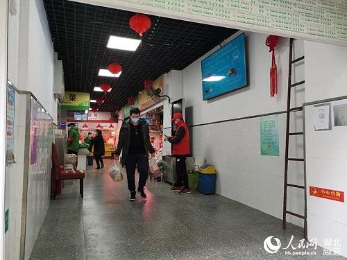 Ngày cuối tuần đầu tiên ở Vũ Hán sau khi dỡ bỏ phong tỏa: Giữ an toàn đã trở thành thói quen - Ảnh 9
