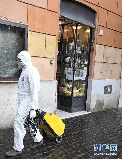 Italy: Hơn 21.000 ca tử vong vì dịch Covid-19, cửa hàng dần kinh doanh trở lại - Ảnh 1