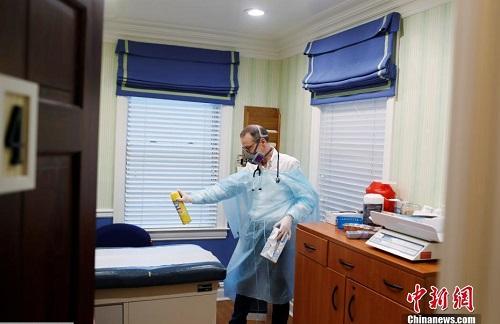 """Cuộc sống thường ngày của một bác sĩ ở New York trong """"cơn bão"""" Covid-19 quét qua - Ảnh 7"""