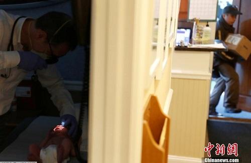 """Cuộc sống thường ngày của một bác sĩ ở New York trong """"cơn bão"""" Covid-19 quét qua - Ảnh 8"""