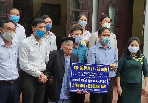 Cựu binh 96 tuổi ủng hộ 2 tấn gạo chống dịch Covid-19 - Ảnh 1
