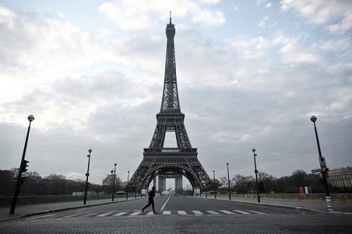 Số người tử vong vì Covid-19 tại Pháp vượt 4.000, bệnh viện Paris quá tải - Ảnh 1