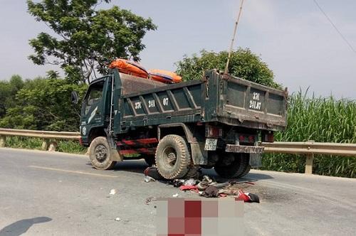Va chạm với xe tải, nam thanh niên tử vong trên đường về quê nghỉ lễ - Ảnh 1