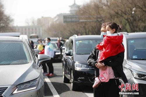 3 phút mặc niệm các nạn nhân tử vong vì mắc Covid-19 ở Trung Quốc - Ảnh 3