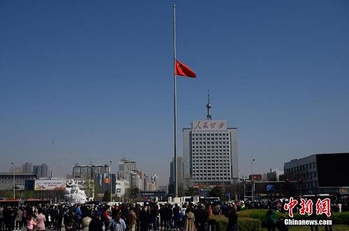 3 phút mặc niệm các nạn nhân tử vong vì mắc Covid-19 ở Trung Quốc - Ảnh 10