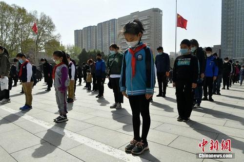 3 phút mặc niệm các nạn nhân tử vong vì mắc Covid-19 ở Trung Quốc - Ảnh 13