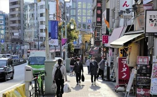 Nhật Bản mở cửa lại một số trường học giữa lúc dịch bệnh Covid-19 đang phức tạp - Ảnh 1